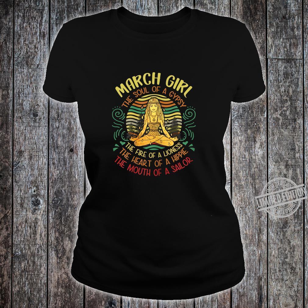 Damen March Girl The Soul of A Gypsy Vintage Yoga März Geburtstag Shirt ladies tee